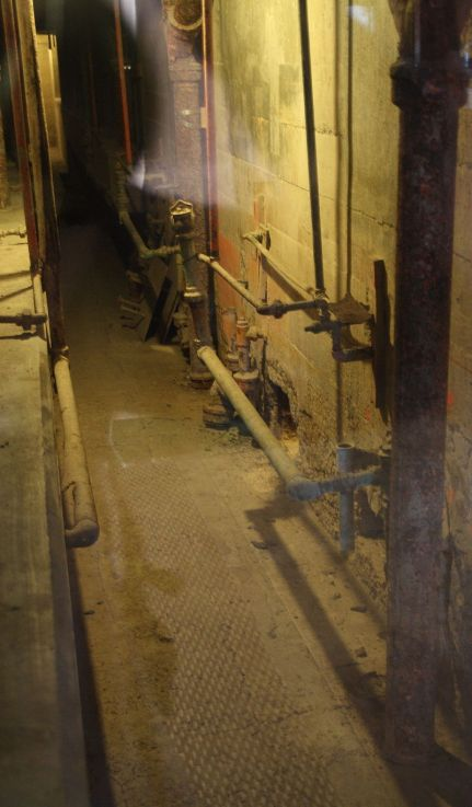 800px-Alcatraz_escape_utility_corridor