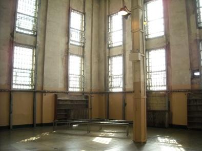 Alcatraz_-_Prison_Library_(4409977620)