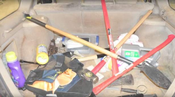 police-found-a-serial-killers-toolkit-in-his-trunk-photo-u1