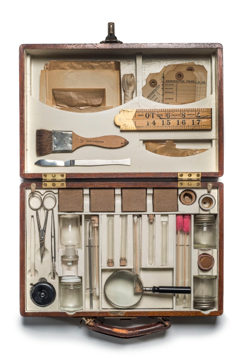 Murder bag: a forensics kit used by detectives attending crime scenes © Museum of London